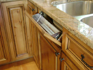 Sink cabinet with tip-out